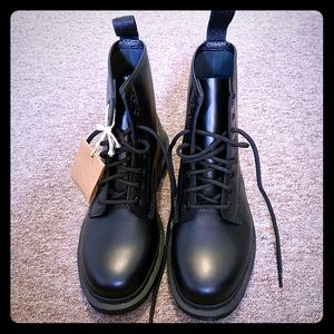 DrMartens 1460 all black, smooth leather boots new